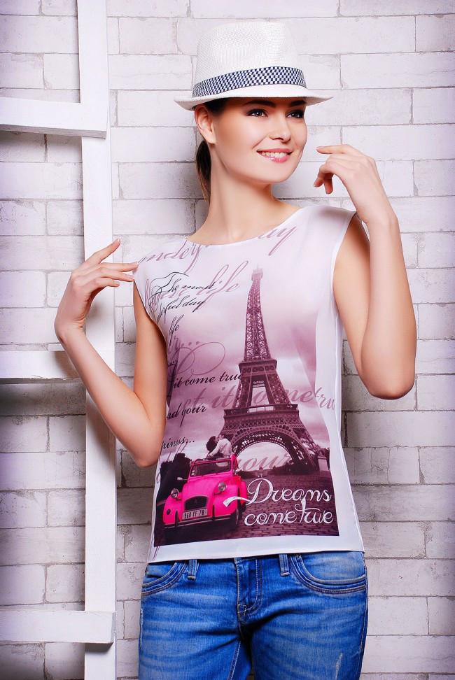 """Стильна біла жіноча футболка без рукавів з принтом і написами Машина і вежа """"Classic"""""""