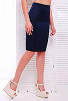 Классическая юбка карандаш по фигуре до колен темно-синяя