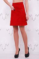 Яркая расклешенная юбка до колен с карманами красная