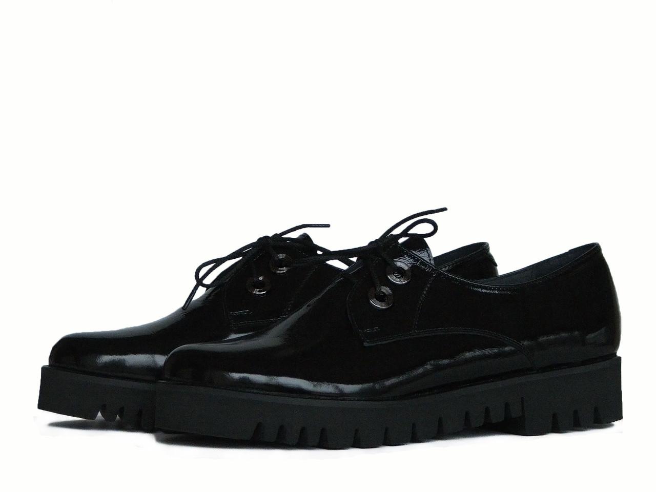 Туфли с тракторной подошвой из лаковой кожи