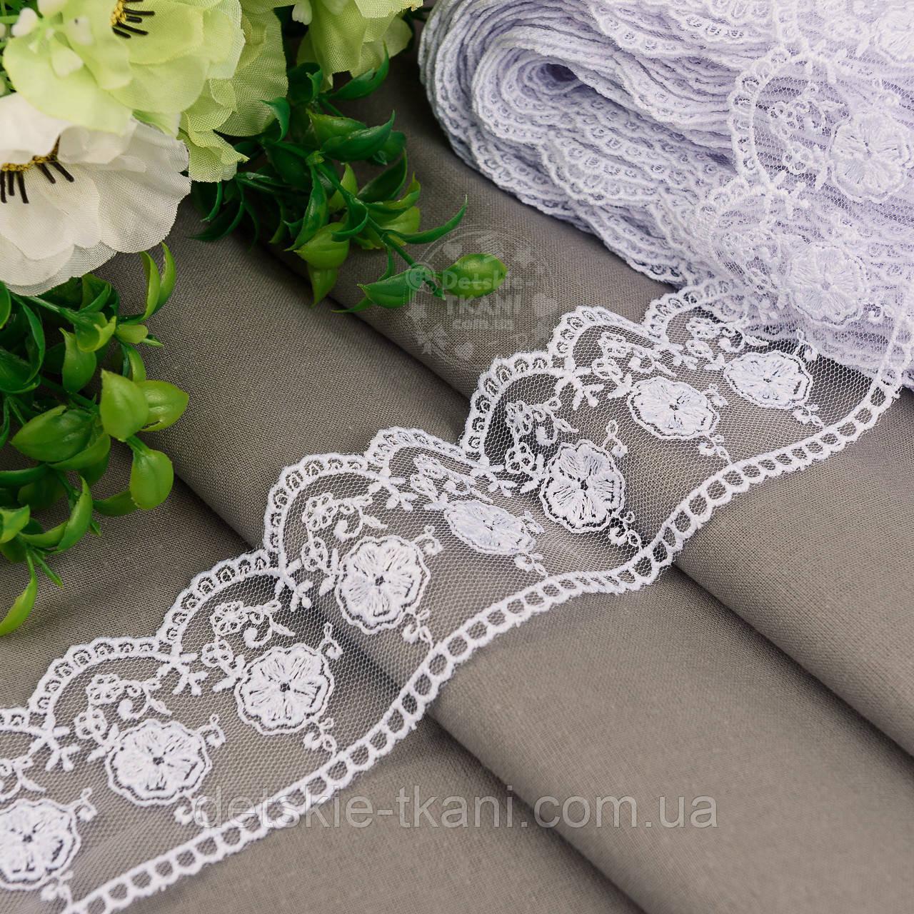 Кружево на сеточке белого цвета с вышивкой матовой нитью, ширина 5 см (реплика бренда), № 5234бел