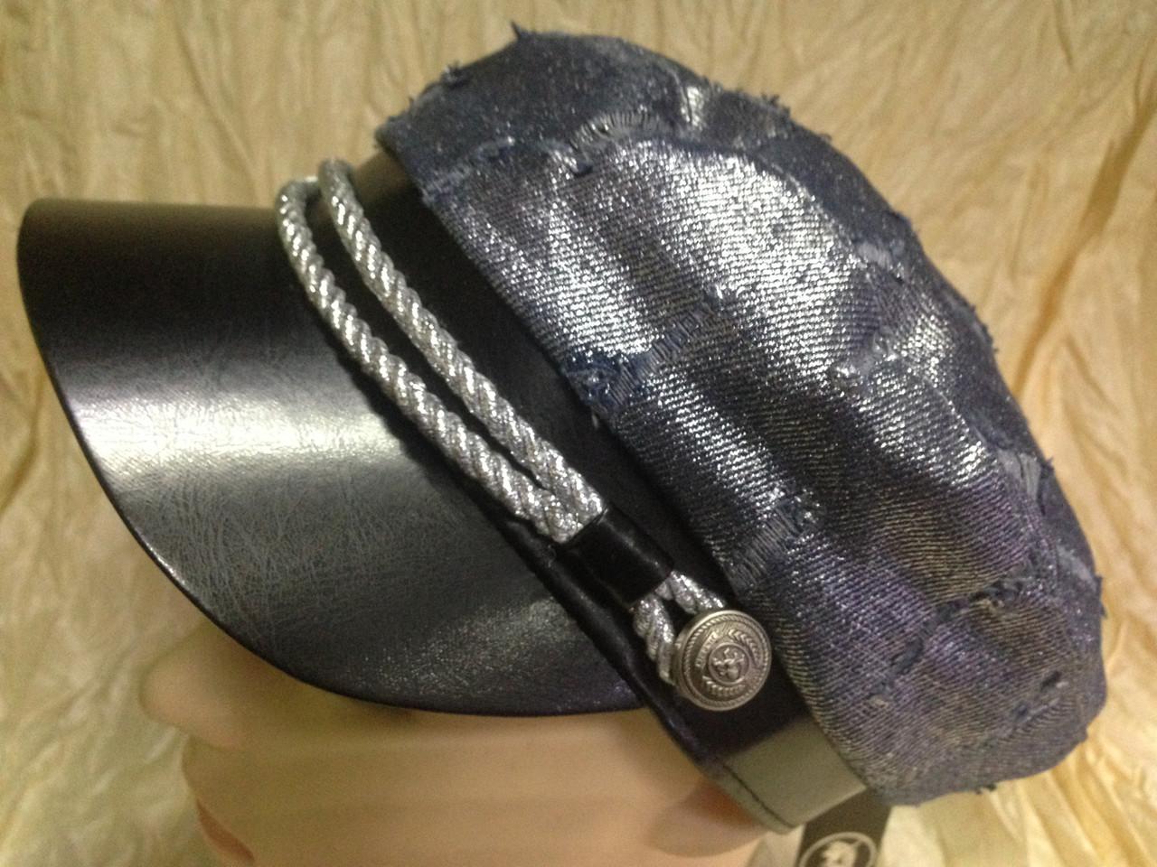 Картуз из джинса серебряного цвета с кожаным лаковым козырьком 55-58