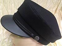 Картуз из чёрного драпа с кожаным козырьком и хлястиком-шнурком 56-57