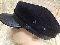 Картуз из чёрного драпа с кожаным козырьком и хлястиком-шнурком 56-58