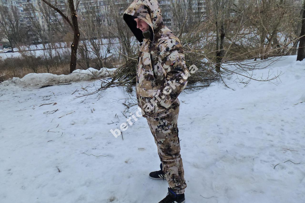 Демисезонный костюм алова красивый  соты
