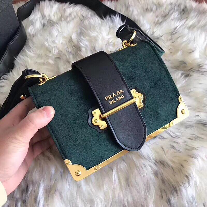 b0bfc4723d79 Маленькая сумка Prada: продажа, цена в Киеве. женские сумочки и ...