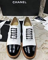 Туфли из лакированной кожи и текстиля Chanel