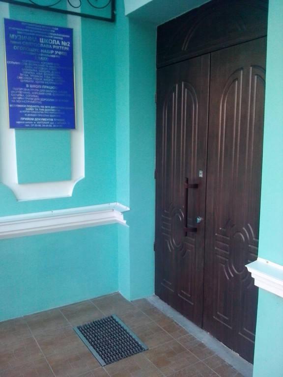 Входная бронированная дверь с МДФ накладками для уличного использования