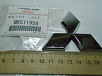 Эмблема/знак Mitsubishi Outlander на крышку багажника хром задняя MR511958