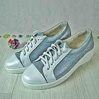 Женские спортивные туфли из натуральной кожи белого и серебристого цвета