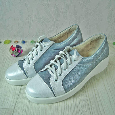2f170cd71283 Женские спортивные туфли из натуральной кожи белого и серебристого цвета