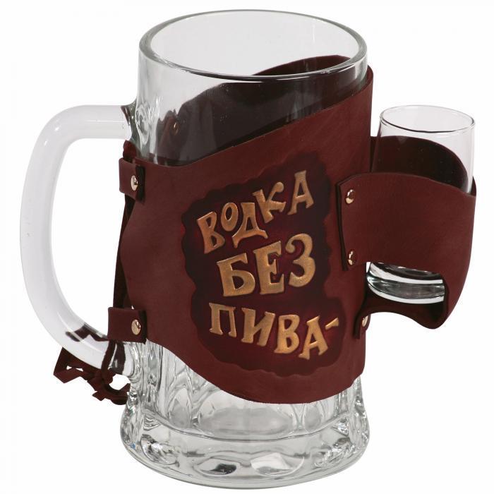 """Пивной бокал с рюмкой в кожаном футляре """"Водка без пива - деньги на ветер!"""""""