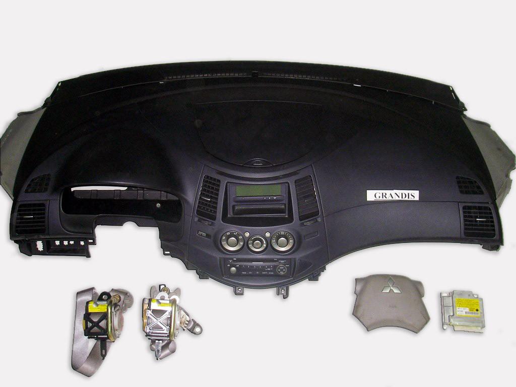 Подушки безопасности комплект бежевый 1фишка Mitsubishi Grandis 04-10 (Мицубиси Грандис)  MN141401