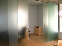 5 Раздвижная стеклянная перегородка из каленного матового стекла