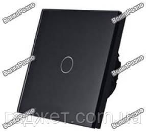 Сенсорный выключатель Livolo черного цвета.