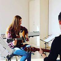 Школа игры на гитаре, бас-гитаре, электрогитаре, школа вокала, фортепиано. Подарункові сертифікати