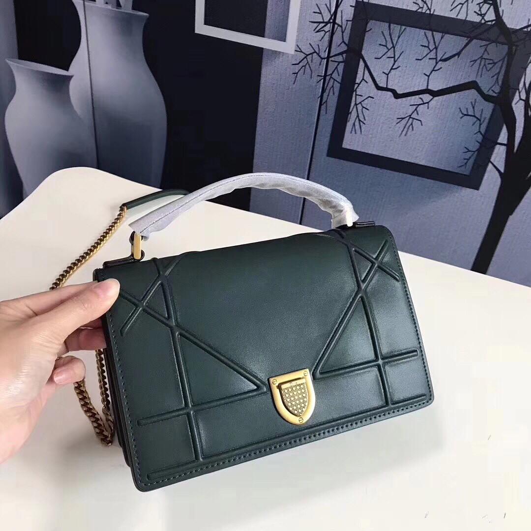 Кожаная сумка на цепочке Dior  продажа, цена в Киеве. женские ... ae04ffc4c2d