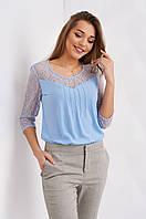 Молодежная женская блузка василькового цвета, с кружевом