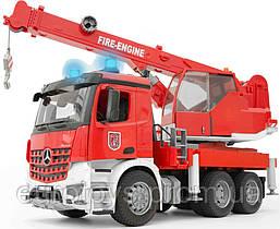 Игрушка Bruder Большой пожарный автомобиль MB Arocs с краном (свет+звук), 1:16 (03675)