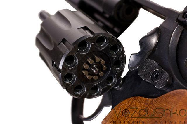 Откинутый барабан револьвера me-38 magnum 4r