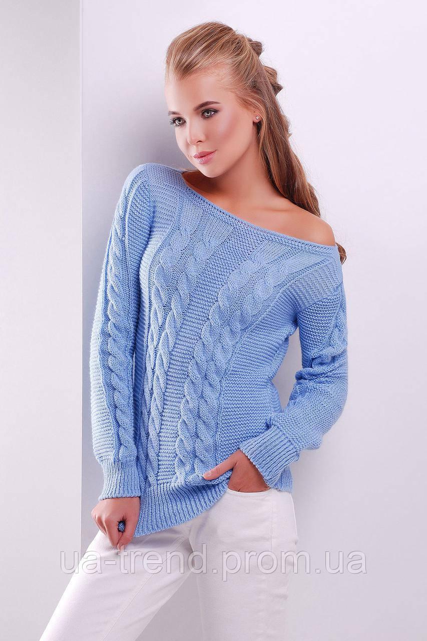 Голубой свитер с косами