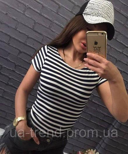 Женская футболка в черную полоску