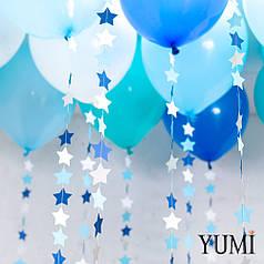 Ассорти под потолок из 5 синих, 5 белых, 5 голубых и 5 аква блу шаров с гирляндами сине-бело-голубые звездочки