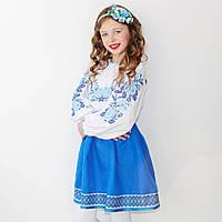 """Вышиванка для девочки """"Розы в саду"""" с голубыми цветами на рост 98 см - 152 см"""