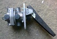 Главный тормозной клапан (с педалью) фронтальных погрузчиков L-34, L-34BStalowa Wola, Dressta. 41.11.010.0