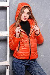 Жіноча осіння куртка з капюшоном