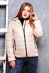 Бежева жіноча куртка з плащової тканини з капюшоном