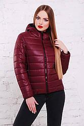 Бордова жіноча куртка з плащової тканини з капюшоном
