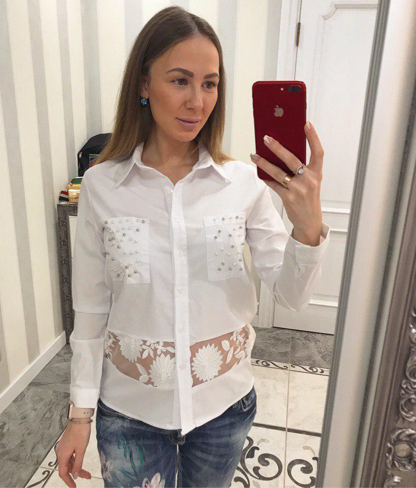 Белая женская блузка с оригинальным декором