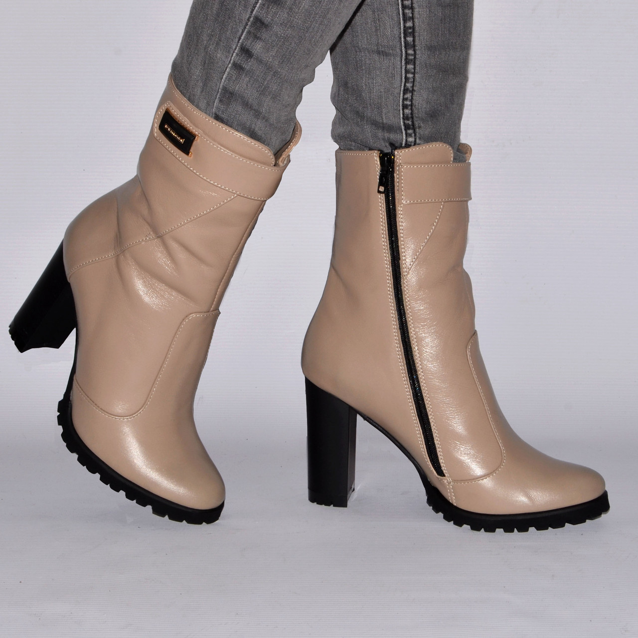 Ботинки на каблуке,из натуральной кожи, замша, лака, на молнии. Восемь цветов! Размеры 36-41 модель S2901