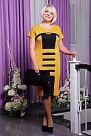 Женское платье  до колен прямого силуэта с коротким рукавом горчичного цвета декорированно камушками