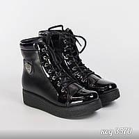 Черные ботинки на шнуровке из натуральной кожи на танкетке