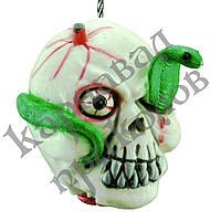 Оторванная голова со змеей
