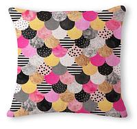 Декоративная наволочка на подушку с геометрической абстракцией