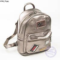 Рюкзак из эко-кожи с нашивками - розово-бронзовый - 9746, фото 1