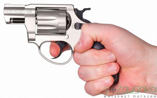 револьвер под патрон флобера me-38 pocket 4r в руке