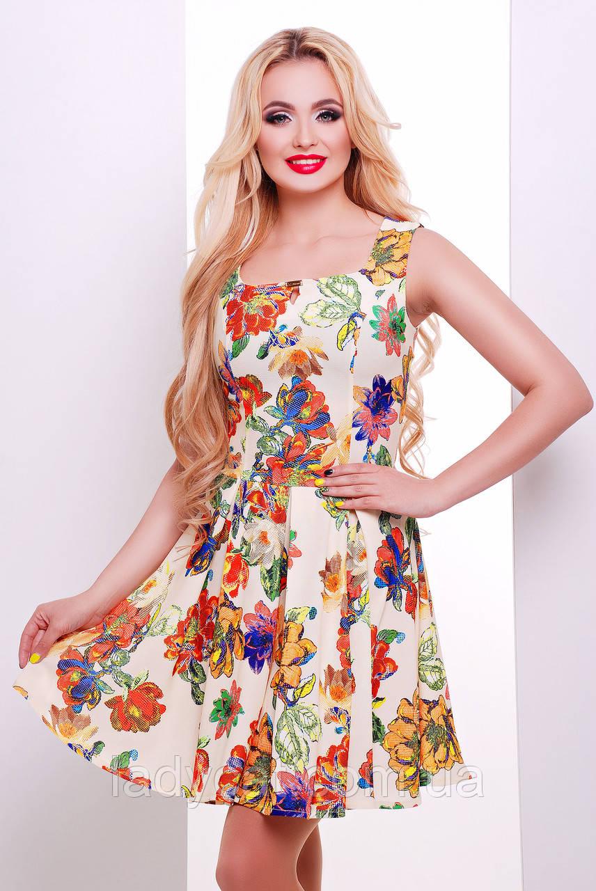 Летнее платье бежевого цвета с цветочным принтом