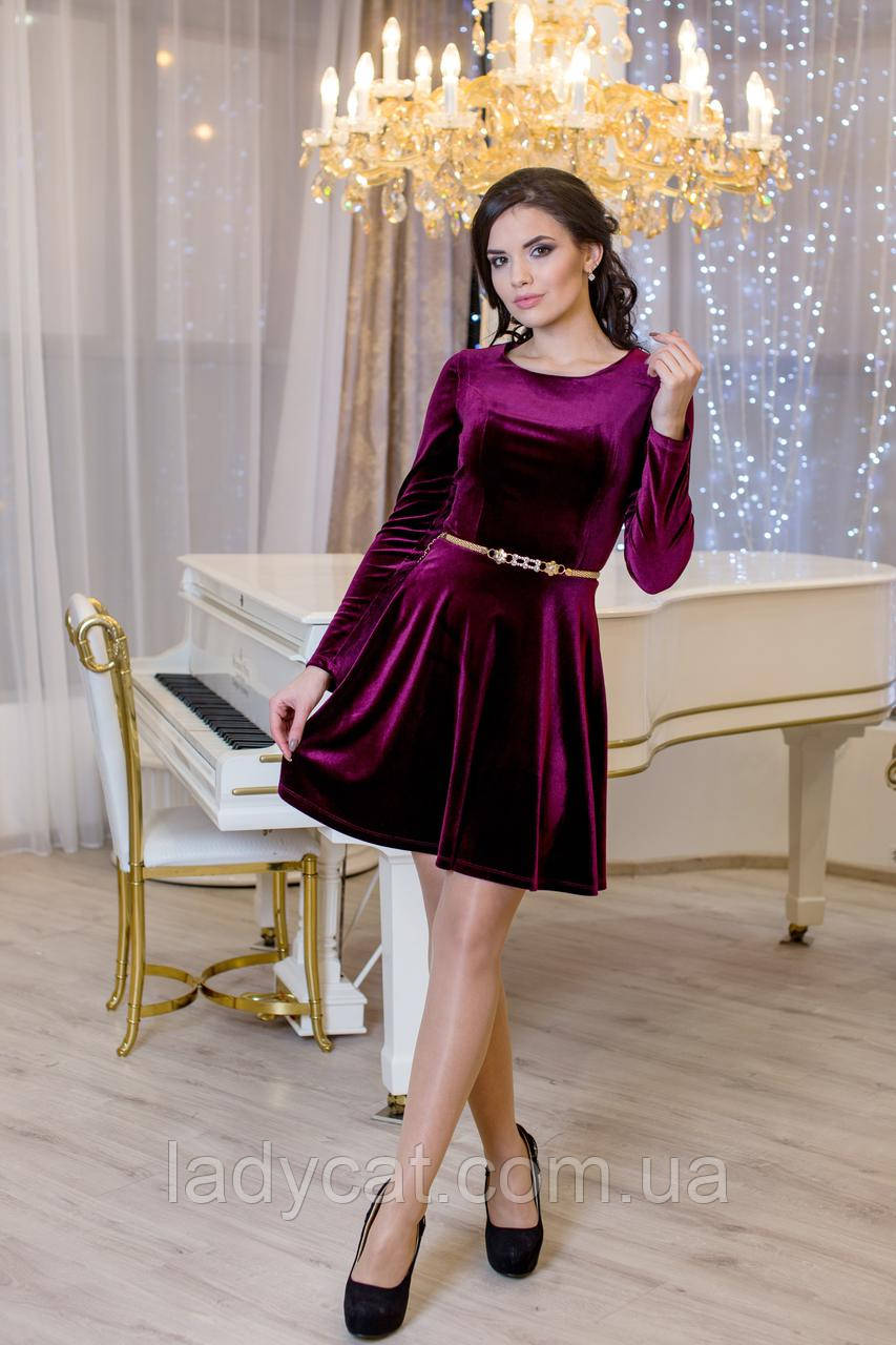Женское молодежное велюровое платье из юбкой полусолнце бордового цвета