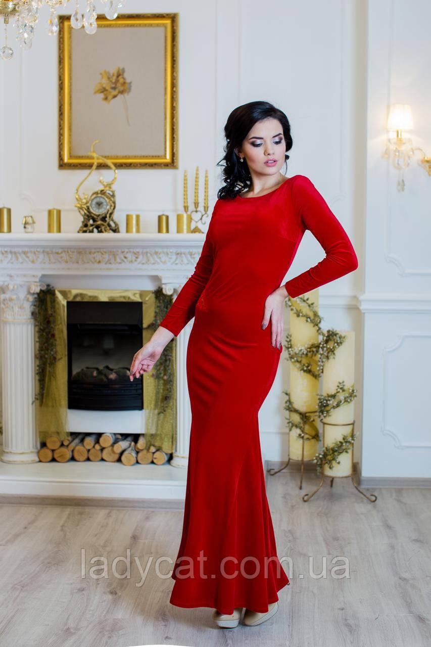 Облегающее красное велюровое платье в пол с гипюровой спинкой