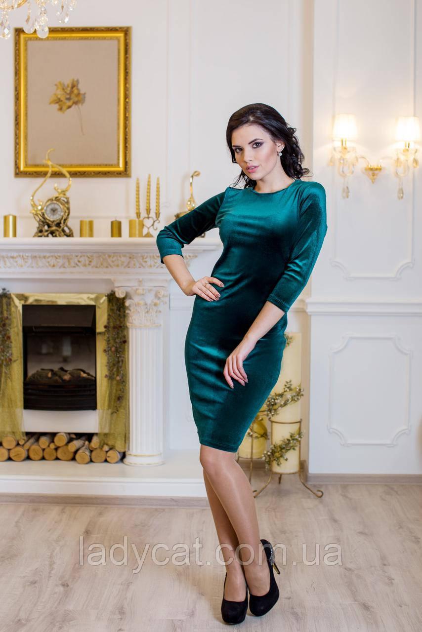 Облегающее   зеленое велюровое платье до колен  с переплетами на спине