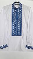 Мужская вышитая рубашка белого цвета с красивым голубым орнаментом