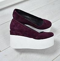 Замшевые женские туфли на рельефной платформе (разные цвета)