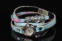 Браслет - часы женский на руку Juncus голубого цвета с цветочным орнаментом и бусинами
