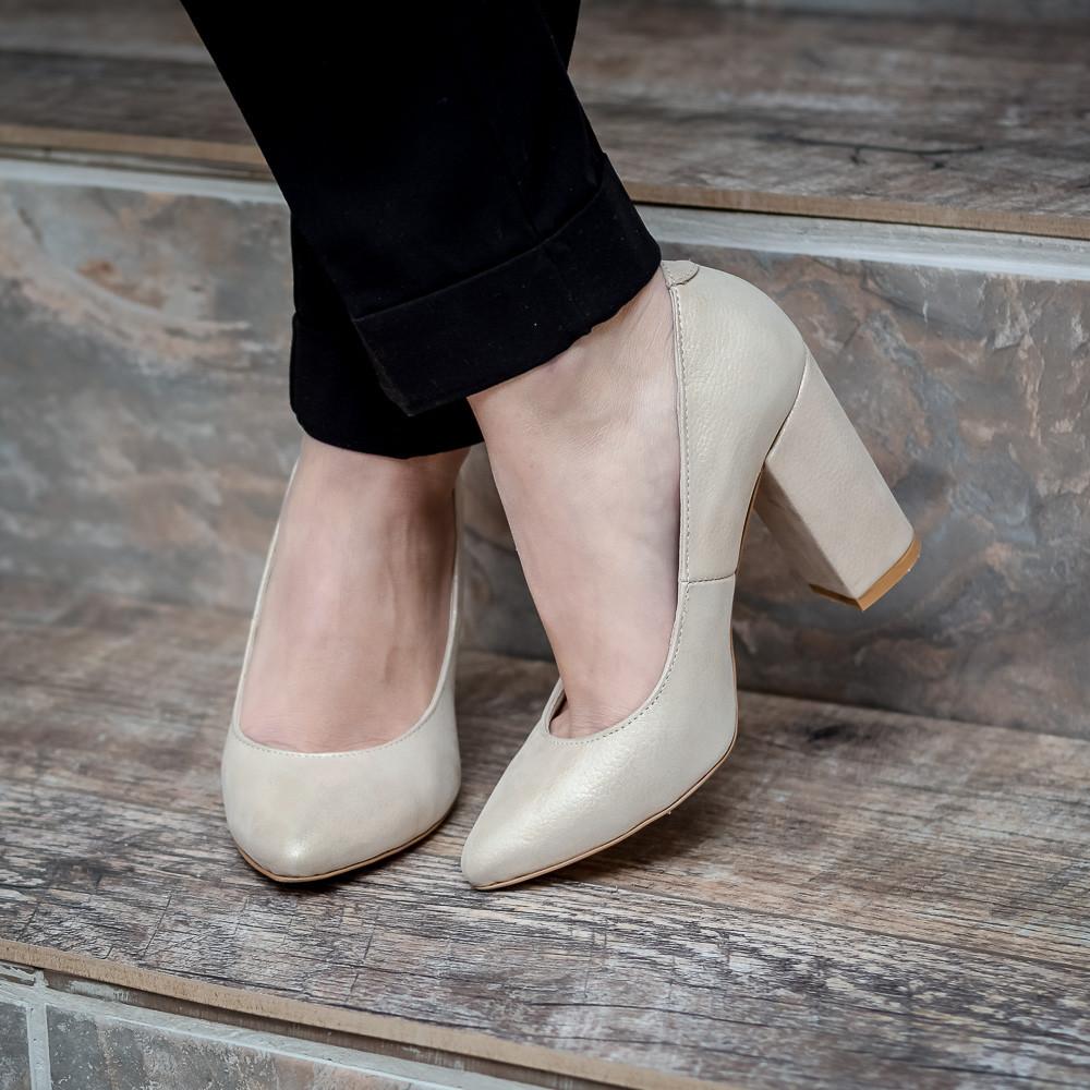 ada4a725db3e Бежевые туфли женские кожаные с острым носком на устойчивом каблуке 9 см.  Любой цвет.
