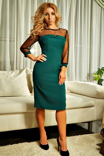 """Приталенное  женское платье """" Лара """" изумрудного цвета"""