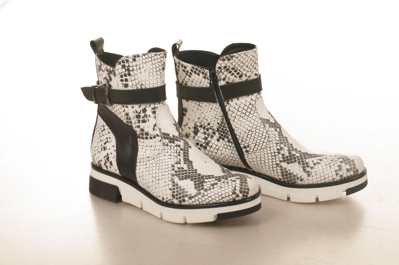 Ботинки на низком ходу, из натуральной кожи, замша, лака, на молнии. Три цвета! Размеры 36-41 модель S2107